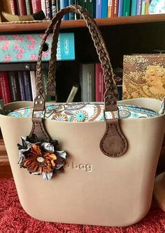 Obag Brush, Michael Kors Jet Set, Fashion Bags, Shoulder Bags, Wallets, Diy Projects, Clock, Handbags, Tote Bag