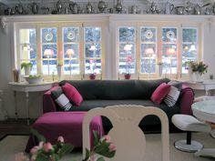 graues Plaid, pinkfarbene Armlehnen-Hussen aus Fleece-Decke genäht und Kissen