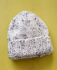 Free Knitting Pattern: Salt And Pepper Hat SKILL LEVEL: Easy (Level One Size Finished Circumference About 18 in. cm)Note: Hat will stretch to fit a range of sizes. Beanie Knitting Patterns Free, Knit Beanie Pattern, Beginner Knitting Patterns, Baby Hat Patterns, Baby Hats Knitting, Free Knitting, Newborn Knit Hat, Kids Knitting, Newborn Hats