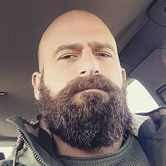 Glatze mit bart übergang