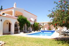 The arches provide a classical feeling to this property. The pool area has plenty of space to soak in the sun! Close to #Carvoeiro