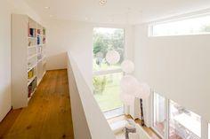 Finde moderner Flur, Diele & Treppenhaus Designs: Haus STS. Entdecke die schönsten Bilder zur Inspiration für die Gestaltung deines Traumhauses.