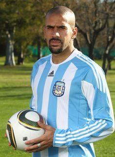 Juan Sebastian Veron of Argentina in Football Icon, Football Is Life, World Football, Football Jerseys, Soccer World, World Of Sports, Argentina Soccer Team, Most Popular Sports, International Football