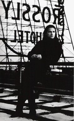 Bono by Anton Corbijn - I actually got to see Corbijn's exhibit of his work at the Rock Hall in Cleveland. As a life-long fan, it was a dream realized. Rock & Pop, Rock N Roll, Recital, Great Bands, Cool Bands, Bono U2, Larry Mullen Jr, Grunge, Him Band