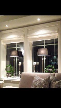 Lamper til vindu på stue