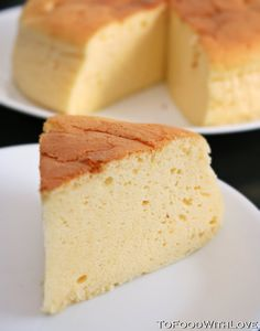 Gotta try wondering if it& like the kind i used to get& Japanese Cheesecake! Gotta try wondering if it& like the kind i used to get at Kim& Grocery Sweet Desserts, Just Desserts, Sweet Recipes, Delicious Desserts, Dessert Recipes, Cheesecakes, Japanese Cheesecake Recipes, Japanese Cheescake, Japanese Cake