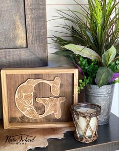 This wood initial sign is a great handmade gift idea for any occasion.  Father's Day, Wedding, Birthdays and more! Small House Decorating, Porch Decorating, Decorating Tips, Diy Signs, Wood Signs, Wood Initials, Homemade Signs, Diy Home Accessories, Diy Projects To Sell