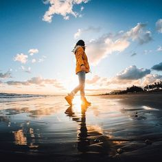 Photo of the Day: When's the last time you've watched the #sunrise?  @elmundode_alissa strolls through the skim while the sun lights up the #AdriaticSea. • • • Shot on #GoProHERO6. @GoProIT #GoProIT #Beach #Reflection #Italy