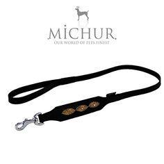 """Aus der Kategorie Leinen  gibt es, zum Preis von EUR 32,95  Michur Hundeleine """"Cherokee Leine"""", passend zu unserer Hundehalsbandserie """"Cherokee"""" <p> Größe (ca.): 125cmx2cm</p><p>Leder ist ein traditionelles Naturprodukt und erzählt seine ganz eigene, individuelle Lebensgeschichte. Einflüsse im Leder, die durch ursprüngliche Haarwirbel, Narben oder durch andere Umweltfaktoren entstehen, sind prägende Merkmale und zeichnen die Einzigartigkeit von Vollrindleder aus.</p><p>Unsere Lederprodukte…"""