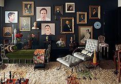black portrait walls... fabulous