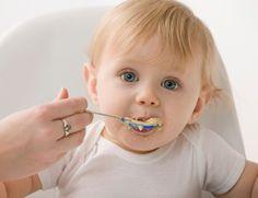 Der Getreidebrei ist oft die erste Abendmahlzeit für ein Baby. Er soll gut sättigen und Ihren kleinen Schatz mit wertvollen Mineralstoffen versorgen. Was Ihr bei der Zubereitung beachten solltet, verraten wir Euch hier. http://www.fuersie.de/baby/artikel/getreidebrei-fuer-babys-selbst-anruehren