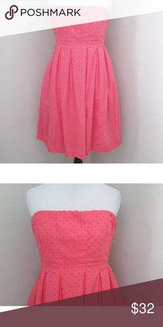 """J. Crew Swiss Dot Coral Strapless Dress 6 S Pretty, J. Crew Strapless Coral Swiss Dot Sun Dress Excellent Condition  Sz 6   100% Cotton Rear Zipper, Fully Lined, Pleated Skirt  Measurements  Bust 32-36"""" Waist 29"""" Length 31"""" J. Crew Dresses Strapless"""