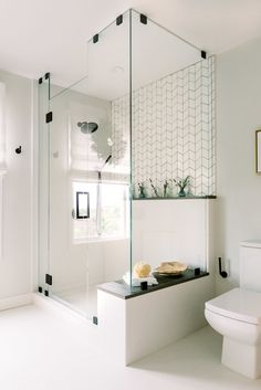 Beautiful master bathroom decor tips. Modern Farmhouse, Rustic Modern, Classic, light and airy master bathroom design suggestions. Bathroom makeover tips and bathroom renovation ideas. Bathroom Renos, Bathroom Renovations, Master Bathrooms, Remodel Bathroom, Bathroom Cabinets, Bathroom Mirrors, Boho Bathroom, Marble Bathrooms, Luxury Bathrooms
