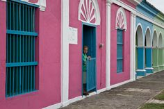Tlacotalpan, veracruz I love this blue with the pink