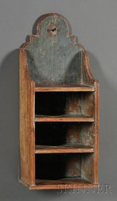"""Queen Anne Tombstone-Back Wall Shelf, America, century (Ok, this is not a box, but it's """"small woodworking"""") Primitive Shelves, Primitive Homes, Primitive Antiques, Primitive Crafts, Country Primitive, Vintage Antiques, Colonial Furniture, Primitive Furniture, Country Furniture"""