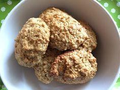 Scones  Ingredientes   250 g farinha de aveia  30 g óleo coco  100 g bebida vegetal de arroz  1 ovo  2 c. chá fermento para bolos    Preparaç...