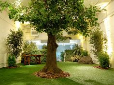 Would this work for cat room? The Openhouse Gallery indoor park in SoHo features artificial grass, real rocks and dried leaves. Interior Garden, Home Interior, Indoor Dog Park, Prospect Park, Indoor Playground, Playground Design, Winter Garden, Indoor Garden, Pop Up