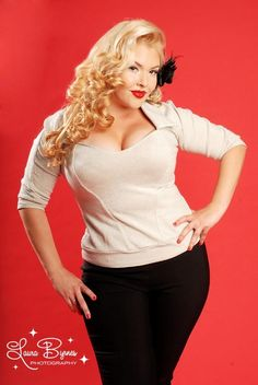plus size rockabilly style Jeanie Lurex Top in Cream from Pinup Couture - Plus Size Rockabilly Moda, Rockabilly Fashion, Rockabilly Style, Vintage Inspired Dresses, Vintage Outfits, Vintage Fashion, Curvy Girl Fashion, Plus Size Fashion, Trajes Pin Up