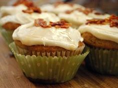 Elvis-Has-Died-and-Gone-to-Heaven Cupcakes