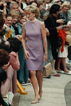 November 1, 1996: Diana, Princess of Wales greeting the crowd at the official openning of the Victor Chang Cardiac Research Institute in Sydney, Australia.