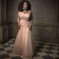 Oprah looks fantastic in this dress! -repinned by Los Angeles portrait photographer http://LinneaLenkus.com  #photographers