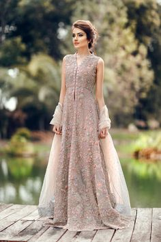 - Nice Party Dress Pakistani couture … Check more at mydresses.ga/… Source by Someonelala - Pakistani Wedding Outfits, Bridal Outfits, Pakistani Dresses, Indian Dresses, Indian Outfits, Pakistani Clothing, Walima Dress, Wedding Hijab, Wedding Gowns