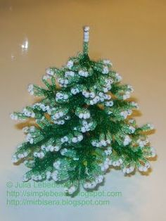 Beading for the very beginners: Christmas Tree. Text is Russian but lots of pictures and Google Translate helps.
