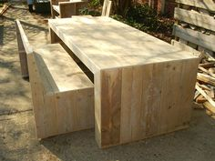Table and bench, Eexterhout