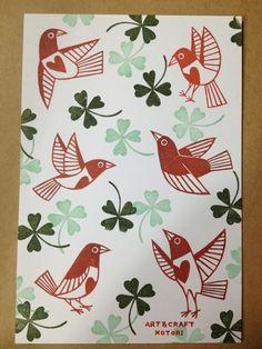 植物と鳥のモチーフでの画像 | ART & CRAFT KOTORIの消しゴムはんこ Craft Patterns, Textile Patterns, Textiles, Stamp Printing, Printing On Fabric, Screen Printing, Stencil, E Craft, Paint Your Own Pottery