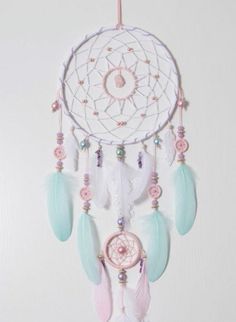 Decorating Crafts DIY dream catcher in bright colors with many colorful feathers and glass beads Baby Crafts, Diy And Crafts, Arts And Crafts, Dream Catcher Tutorial, Creation Deco, Colorful Feathers, Indian Feathers, Diy Birthday, Diy Art