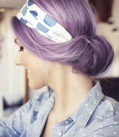 Ecco le nuove tendenze capelli colorati per la primavera/estate 2015: dalle sfumature rosa pastello o lilla al total look viola o verde!