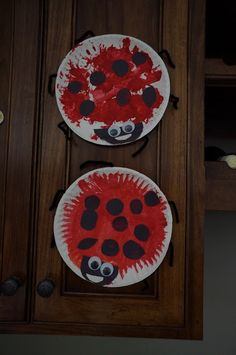 ladybug craft…may have to do this with my niece! ladybug craft…may have to do this with my niece! Bee Crafts For Kids, Spring Crafts For Kids, Daycare Crafts, Summer Crafts, Cute Crafts, Preschool Crafts, Arts And Crafts, Toddler Art, Toddler Crafts