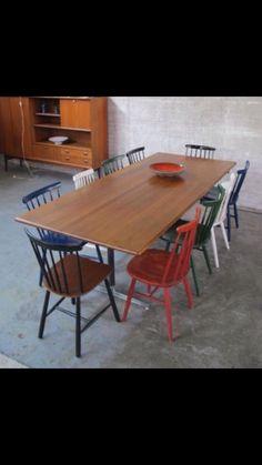 Deense tafel met spijlenstoelen Tussencorenkitsch