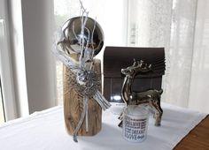 HE63 – Kleine Säule aus altem Holz! Altes Holz behandelt, dekoriert mit einer Edelstahlkugel, einer kleinen Eule und natürlichen Materialien! Höhe ca 35cm – Preis 44,90€