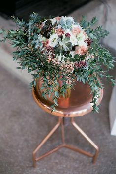 Industrial-Liebe in Kupfer und Weiß JULIA WALTER http://www.hochzeitswahn.de/inspirationsideen/industrial-liebe-in-kupfer-und-weiss/ #wedding #inspiration #flowers