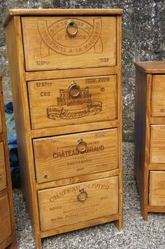 Recycling mind: furniture with wine boxes - furniture makeover Repurposed Furniture, Painted Furniture, Furniture Making, Diy Furniture, Unusual Furniture, Woodworking Patterns, Wood Crates, Furniture Makeover, Wood Projects