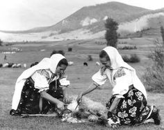 Ďurčiná, Horné Považie Folk Costume, Costumes, Heart Of Europe, Folklore, Homemaking, Horn, Ukraine, Ethnic, Textiles