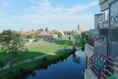 Blick über die Ihme Richtung Liegewiese und Richtung Glocksee vom Ihme Zentrum im Sommer 2015  - aufgenommen vom Immobilienmakler in Hannover: arthax-immobilien.de