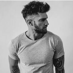 As one of the world's most famous men, David Beckham has become a true icon of menswear. Popular Mens Hairstyles, Cool Hairstyles For Men, Haircuts For Men, Men's Hairstyles, Classic Mens Hairstyles, Mens Hairstyles Fade, Latest Hairstyles, David Beckham, Hair And Beard Styles