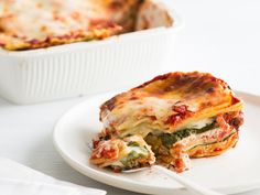 Fresh spinach adds a healthy dose of fiber to this simple lasagna recipe.Slideshow: More Easy Lasagna Recipes Easy Spinach Lasagna, Greek Spinach Pie, Baked Lasagna, Easy Lasagna Recipe, Spinach And Cheese, Lasagna Food, Lasagna Recipes, Pasta Recipes, Chicken Recipes