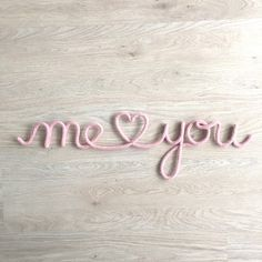 """""""Me and You"""" en fil de fer et tricotin - Knitting Wire Crafts, Diy And Crafts, Wire Jig, Spool Knitting, Diy Letters, Valentine's Day Diy, String Art, Crochet, Lana"""