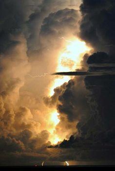 #Céu #Nuvem #Raio #Sol #Tempestade