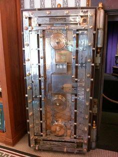 24 bolt vintage spinner pull back. Safe Vault, Vault Doors, Safe Lock, Vaulting, Locks, Locker Storage, Art Deco, Scene, Antiques