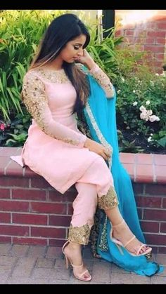 The latest collection of simple punjabi suit design for girls on happyshappy! Browse the suits combination with heavy dupatta, laces and neck designs, in good quality. Indian Suits Punjabi, Punjabi Wedding Suit, Latest Punjabi Suits, Wedding Suits, Lehenga Wedding, Punjabi Salwar Suits, Punjabi Dress, Patiala Suit, Designer Punjabi Suits