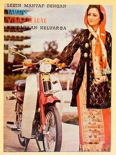 46 Ideas Vintage Ads Car Products For 2019 Vintage Fashion 1950s, Vintage Ads, Vintage Posters, Retro Fashion, Art Posters, Vintage Style, Honda Cub, Vintage Girls, Vintage Dresses
