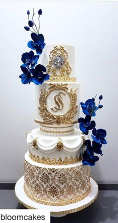 Trendy Ideas wedding cakes vintage blue gold – Famous Last Words Amazing Wedding Cakes, Elegant Wedding Cakes, Elegant Cakes, Wedding Cake Designs, Wedding Cupcakes, Extravagant Wedding Cakes, Trendy Wedding, Royal Cakes, Blue Gold Wedding