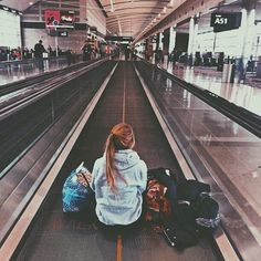 travel airport Many people believe that long distance relationships are never going to work out, but thats before they know of this list. Here are 21 best tips that will have you make your long distance relationship a strong and lasting one. Tmblr Girl, Poses Photo, Destination Voyage, Photos Voyages, Travel Goals, Travel Hacks, Travel Ideas, Travel Tips, Vacation Travel