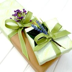 Nice two-tone wrapping design—sage green stitched ribbon❣ Jane Mean ▪ Gift Wrapping Expert