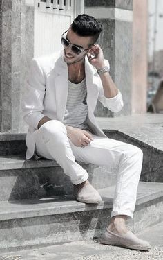 Discover the all-white party and casual trend with the top 40 best all white outfits for men. Explore cool clean styles and fashionable looks. White Outfit For Men, White Summer Outfits, Outfits In Weiss, Casual Trends, Men Style Tips, Stylish Men, Dress Codes, Well Dressed, Men Dress