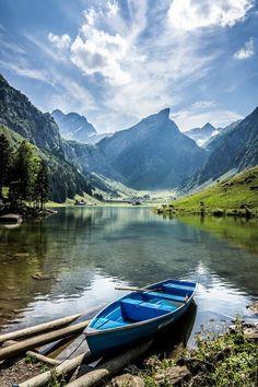 Seealpsee. Appenzellerland. Eastern Switzerland. / Seealpsee. Appenzellerland. Ostschweiz.